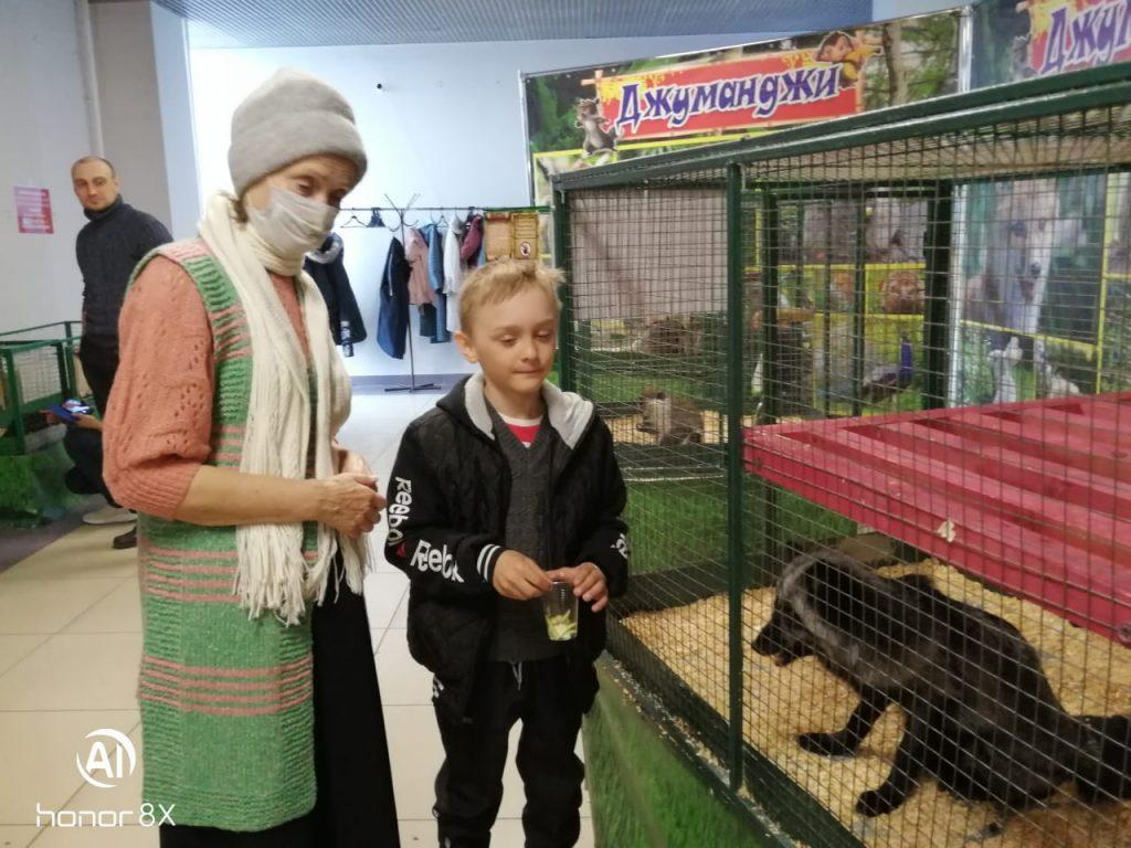 Добровольцы и онкопациенты посетили выставку животных «Джуманджи» в г. Бийске