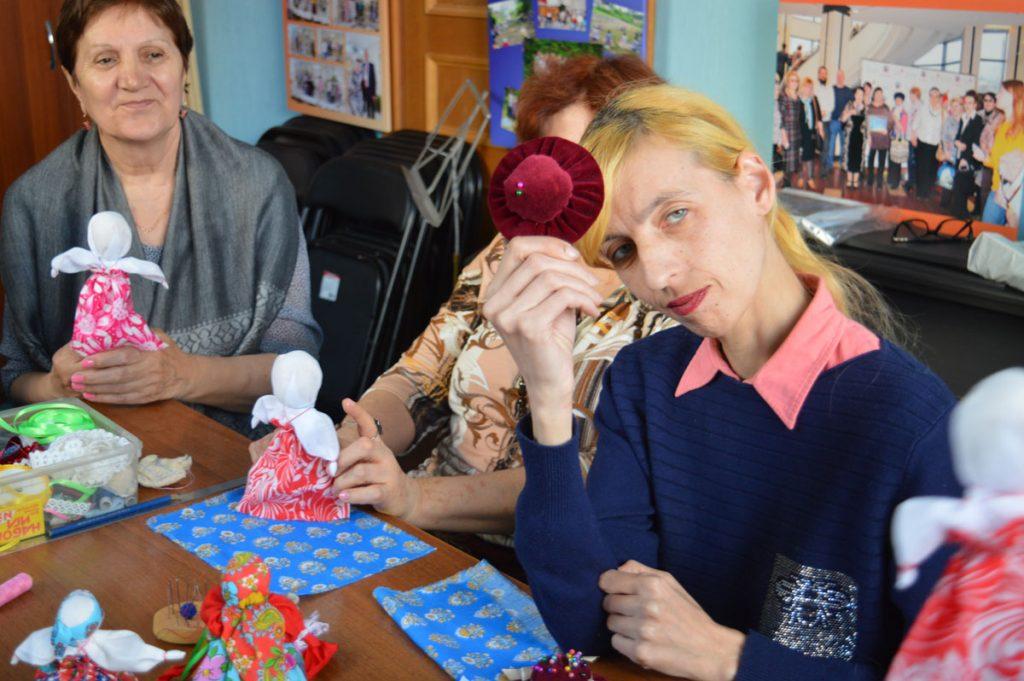 Творческая аптечка - Мастер-класс по изготовлению куклы (7)